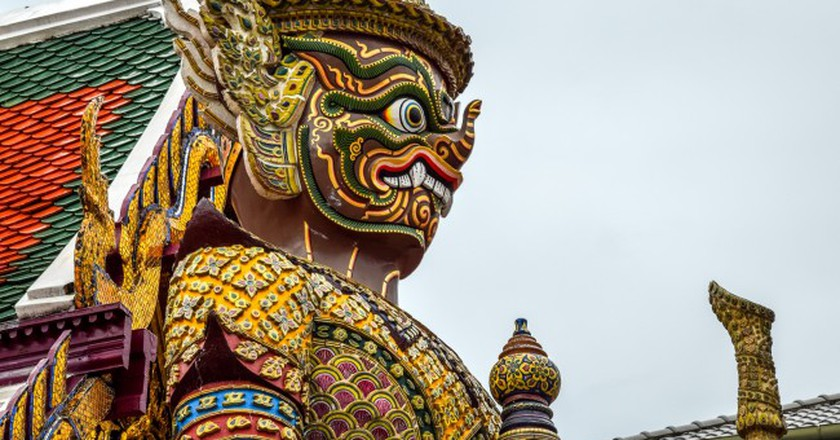 Giant statue at the Emerald Buddha Temple, Bangkok, Thailand  | ©  PIVISO