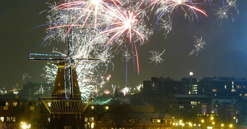 Fireworks in Amsterdam   © Eelco Cramer / Flickr