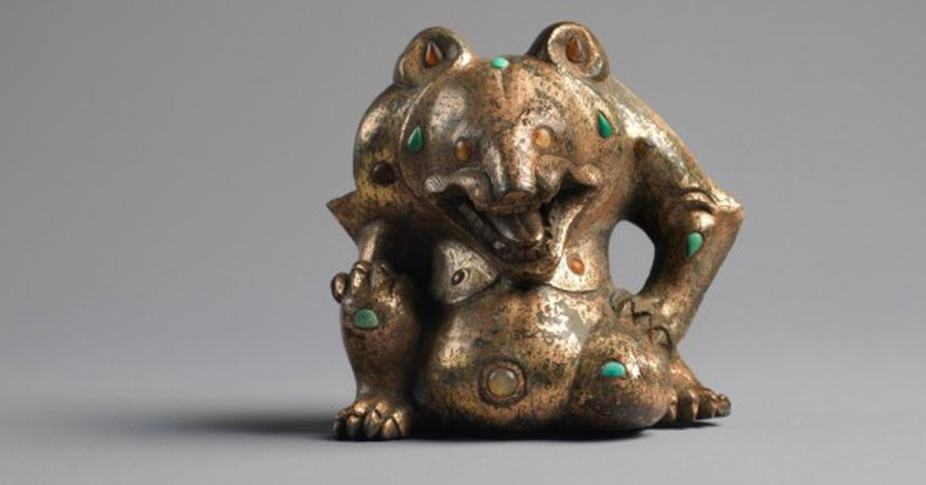 Gilt-bronze, Agate and Turquoise Bear, Han period, 206 BC - 220 AD | Courtesy of Ezkenazi Gallery