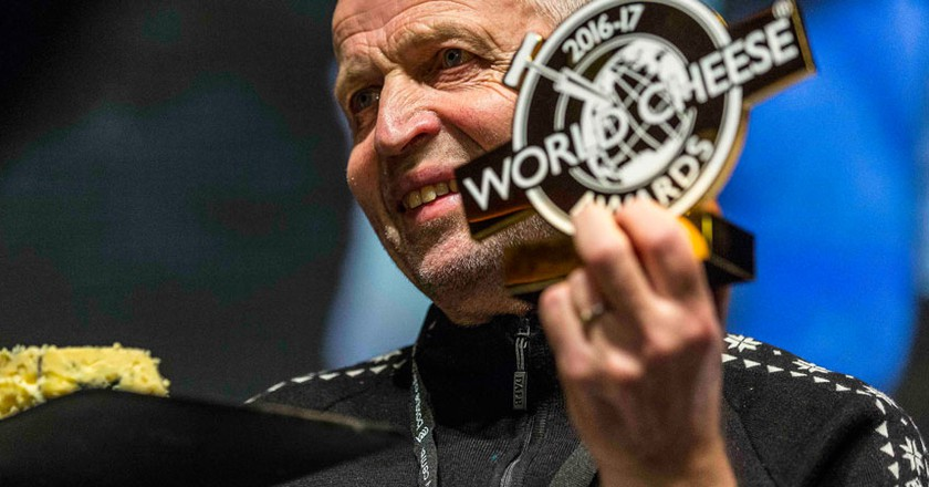 Gunnar Waagen from Tingvollost with his World Champion Cheese trophy