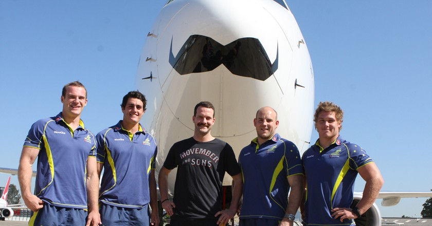 Members of the Australia national rugby union team at the unveiling of a promotionally decorated plane in 2011. | © WikiCommons