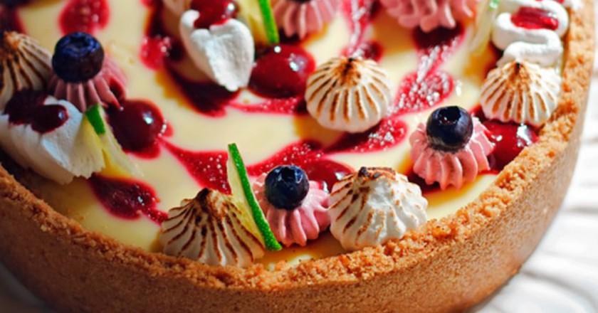 Lime tart with raspberry medley |© Richie/A Cozinha Coletiva