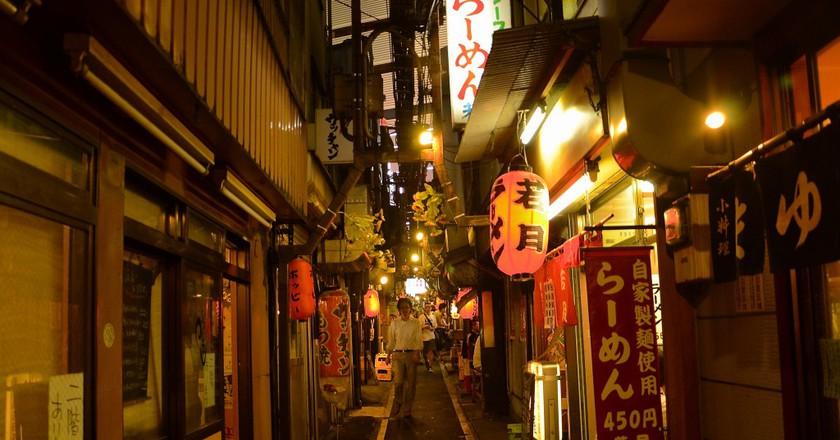 Omoide Yokocho, Shinjuku at night | ©Stephen Kelly / Flickr