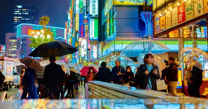 Tokyo, glistening in a mix of Blade Runner and post-impressionism. Taken outside Shinjuku Station (2014) | ©Moyan Brenn/Flickr