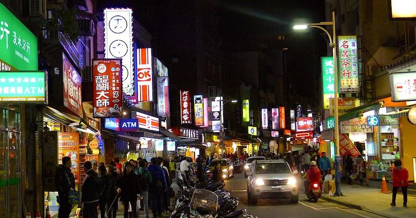 Tamsui shops at night   © Cliffano Subagio / Flicker