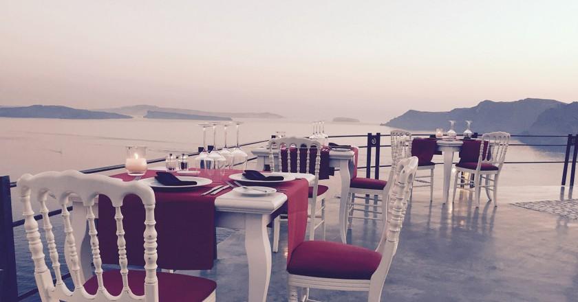 Lauda Restaurant in Oia, Santorini | © Tjeerd Wiersma / Flickr