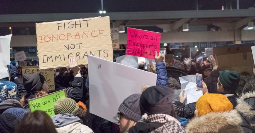 Protesters at JFK International airport © Luminary Traveler / Flickr