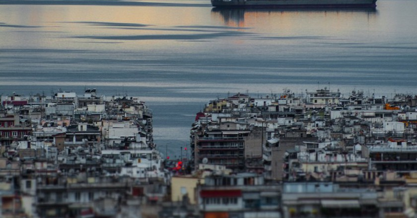 Sunset over Thessaloniki and Thermaikos bay   © Marco Spaapen/Flickr