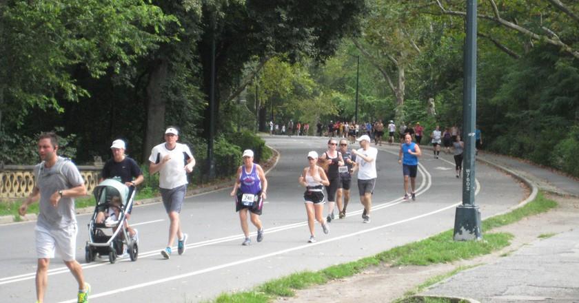 Running in Central Park | © Flickr/Julen Iturbe-Ormaetxe