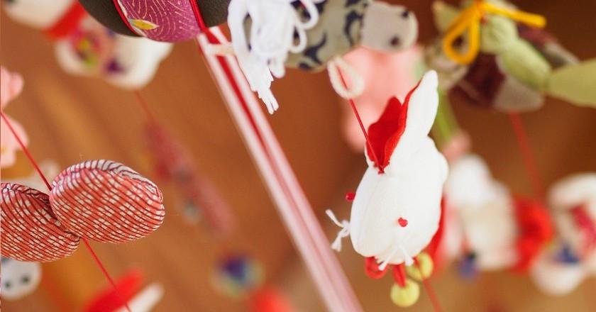 Decorative ornaments in auspicious hen and fish shapes | © Kiuko / Flickr