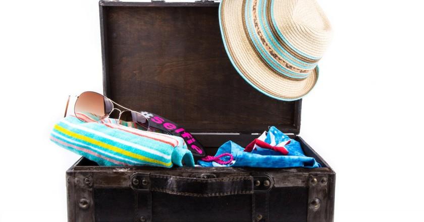 holiday suitcase   ©George Hodan / PublicDomainPictures.net