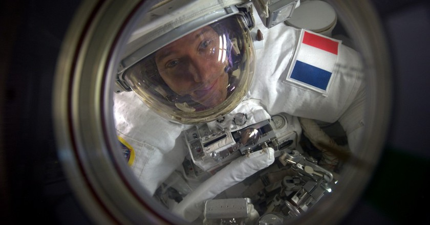 In the airlock │© ESA/NASA