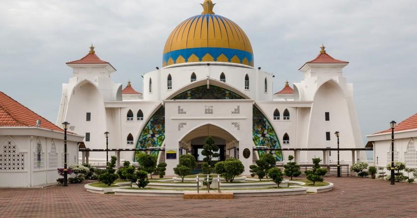 Malacca Straits Mosque   © CEphoto, Uwe Aranas/WikiCommons