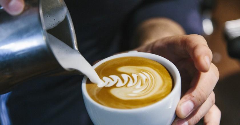 Milk and coffee at Caféothèque │© Puxan BC, Courtesy of La Caféothèque