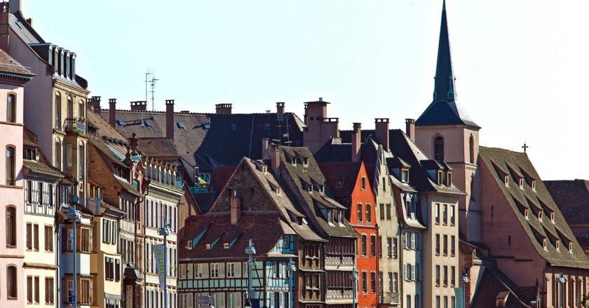 Quai Saint Nicolas in the historical district of Strasbourg ©Christophe Hamm / OT Strasbourg