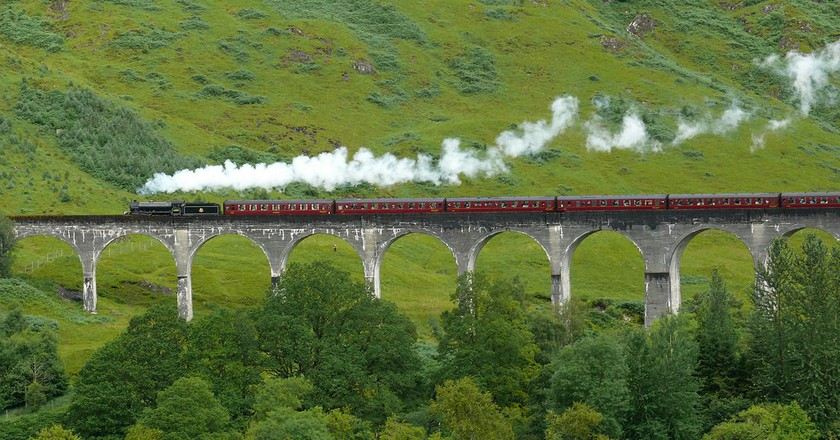 Glenfinnan Viaduct and The Jacobite | © Guilio/Flickr