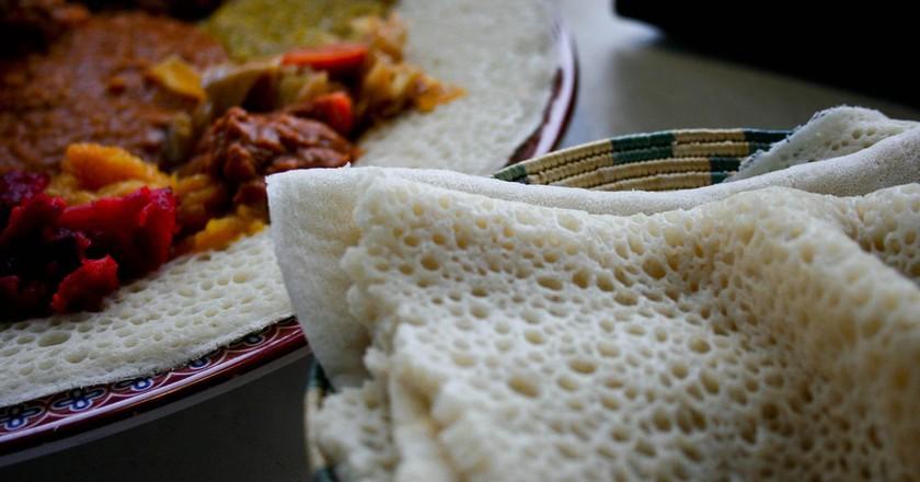 Savor flavorful Ethiopian food | © Avry / Flickr