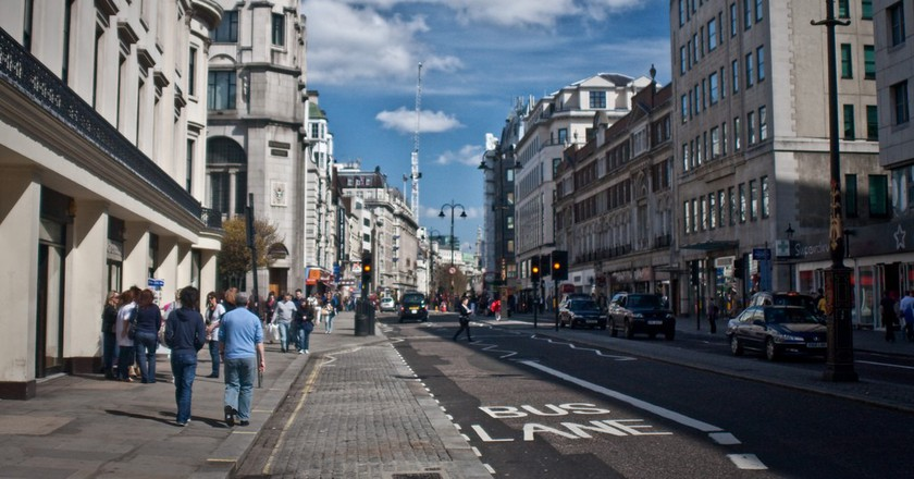 Looking eastwards along The Strand | © Garry Knight / Flickr