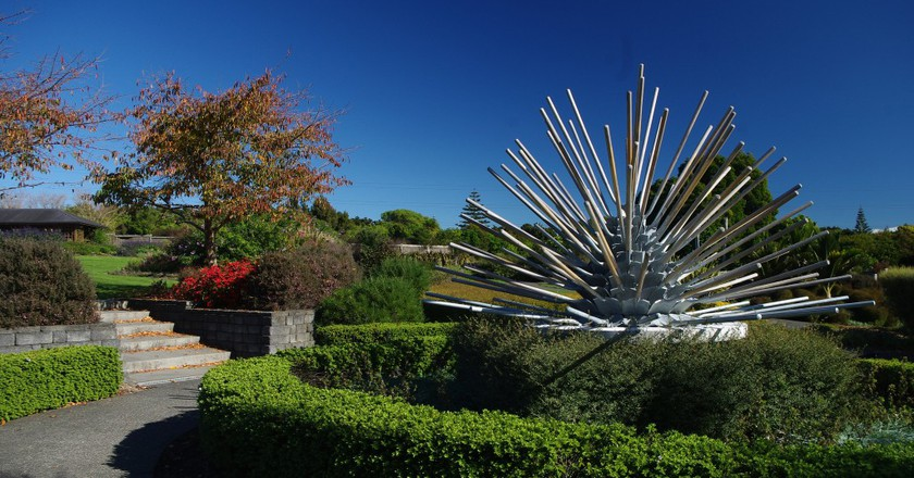 Shovel Sculpture, Auckland Botanic Gardens | © Danielle Steer/Flickr