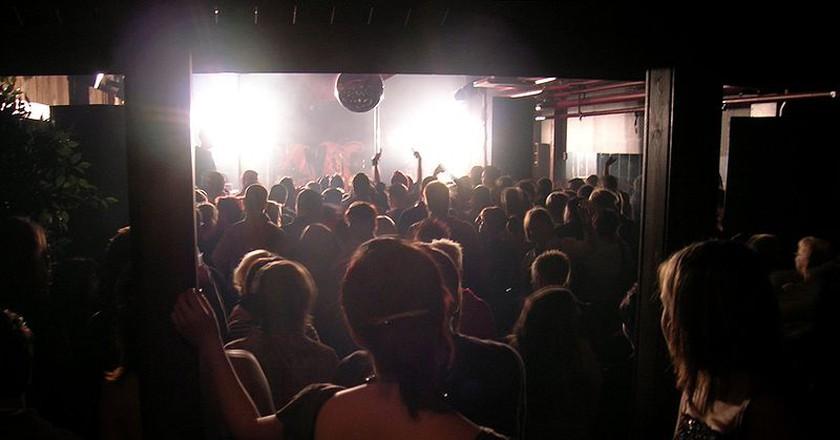 dancing at a nightclub | © Kimmo Palosaari /WikiCommons