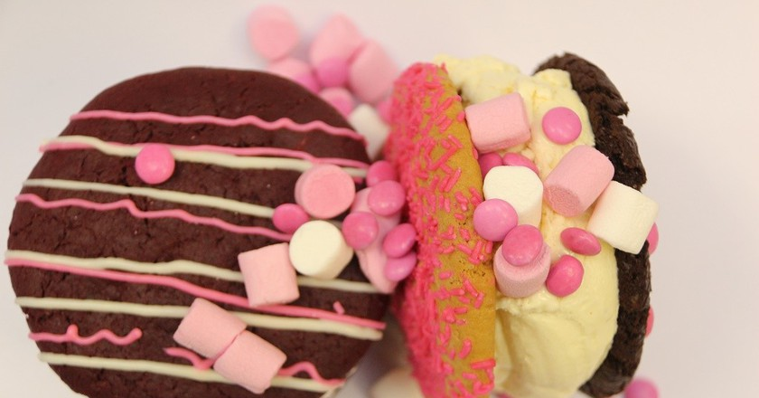 A delicious ice-cream sandwich from Crumbs & Cream in Cape Town © Crumbs & Cream