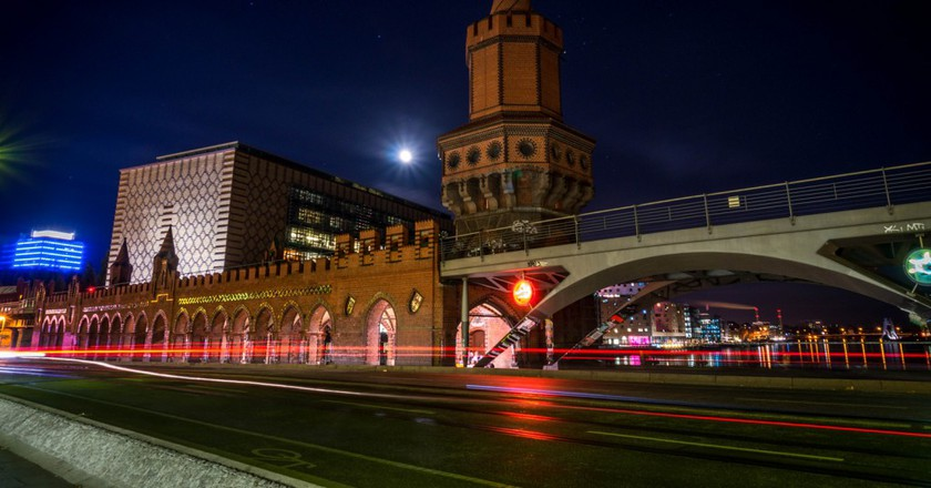 Oberbaum Bridge by night | © Juan Verni/Flickr