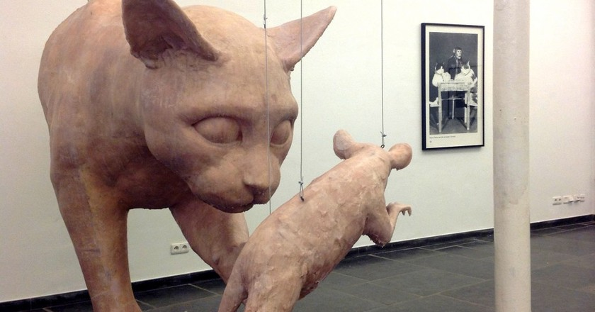 Larger than life cat-and-mouse games at the Cat Museum | © Wang Dong - Galerie Laurant Rodin / Courtesy of De Markten