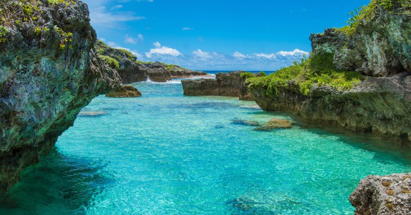 The Limu Pools, a favourite swimming and snorkelling spot in Niue | ©Juliette Sivertsen