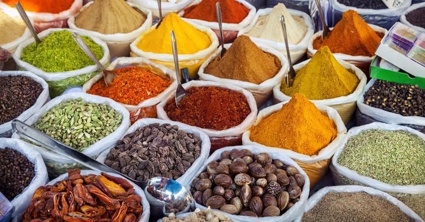 Indian colorful spices at Anjuna flea market in Goa, India  | © Pikoso.kz/Shutterstock
