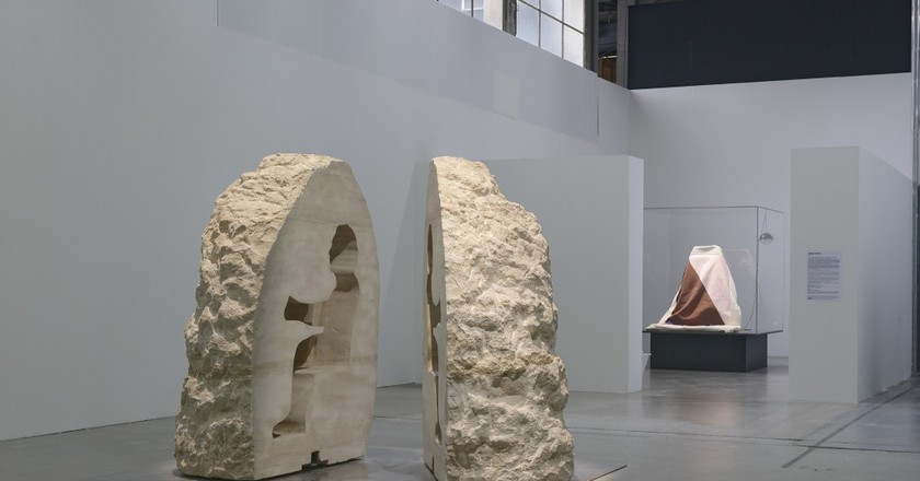 The stone in which Abraham Pointcheval is encased │ Courtesy of Palais de Tokyo
