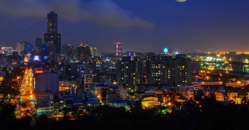 Full Moon over Kaohsiung   © tingyaoh / Pixabay