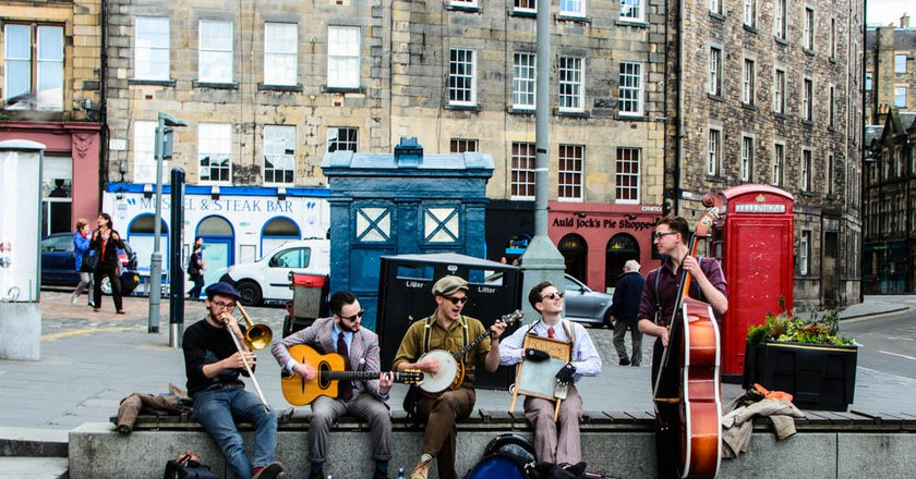 Band Of Hipsters In Edinburgh | © City.and.Colour / Flickr
