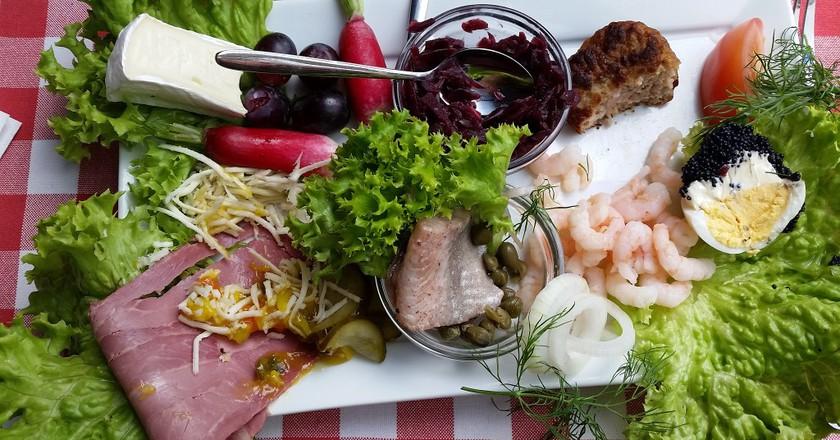 A smørrebrød plate including herring   ©  Max Handelsman / Flickr