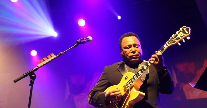 Jazz superstar George Benson performs at the Cape Town International Jazz Festival |© André-Pierre du Plessis / Flickr