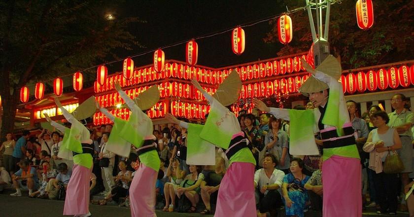 Dances at the Kagurazaka Matsuri | © tomohisa suna/Flickr
