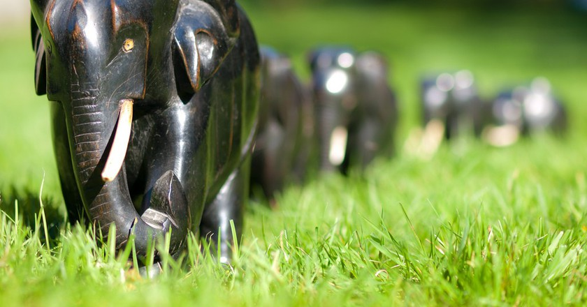 Ebony and Ivory carved wooden models of elephants @ William Warby/Flickr
