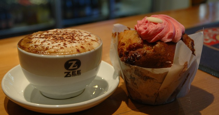 "<a href=""https://www.flickr.com/photos/queenstownrafting/6030963292/in/photolist-abWggJ-abTpHi"" target=""_blank"">Coffee and Muffin from Cavells Cafe and Bar 