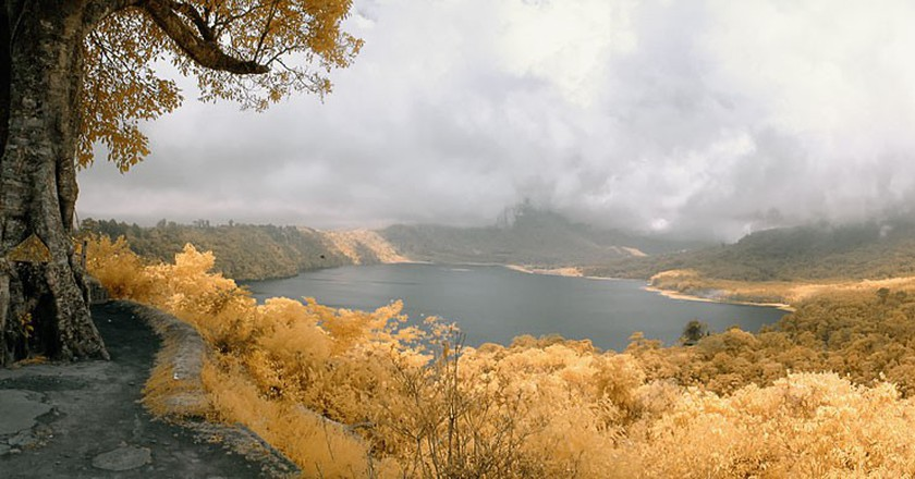 Lake Buyan   © Deni Saputra / Flickr