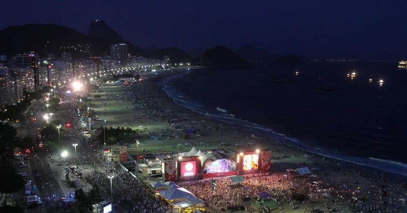 Copacabana at night |© Rafael Moraes | Riotur / Flickr