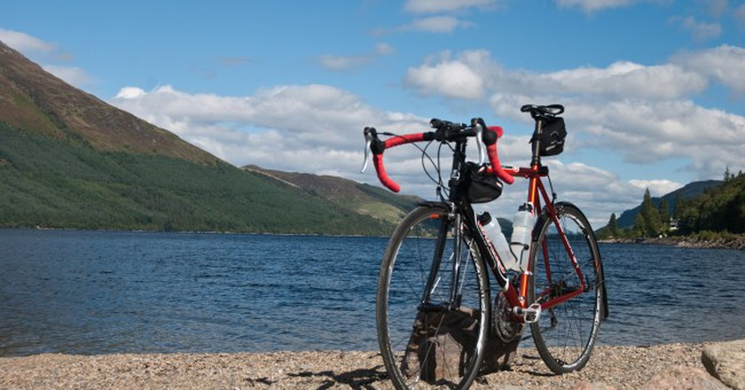 Loch and Bike | © David Kusserow/Flickr