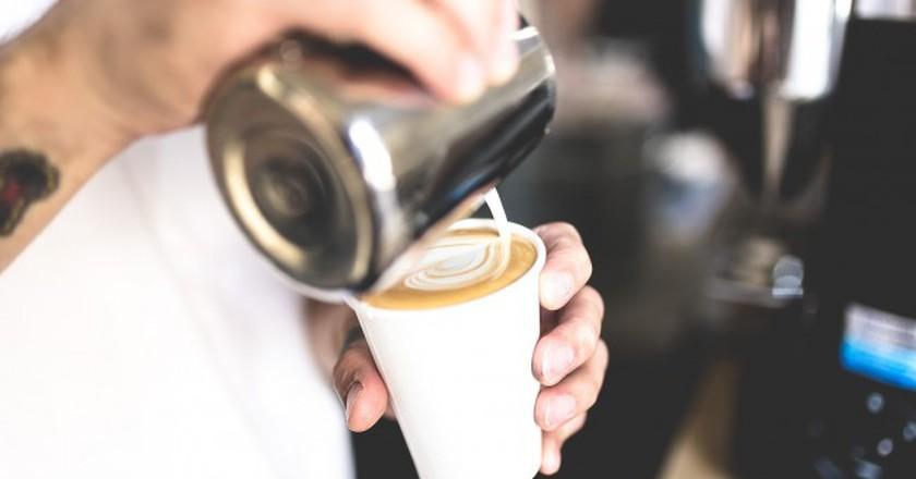© Pixabay https://pixabay.com/en/adult-breakfast-caffeine-cappuccino-1852965/