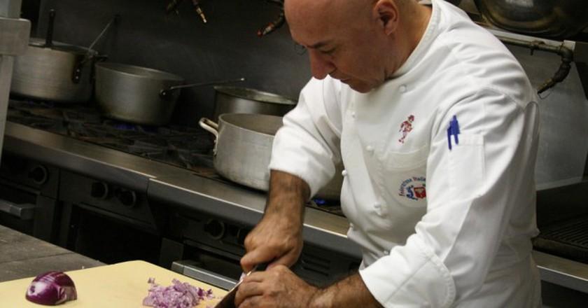 Al Tiramisu chef Luigi Diotaiuti teaches one of his popular cooking classes | © Shashi Bellamkonda /  Flickr