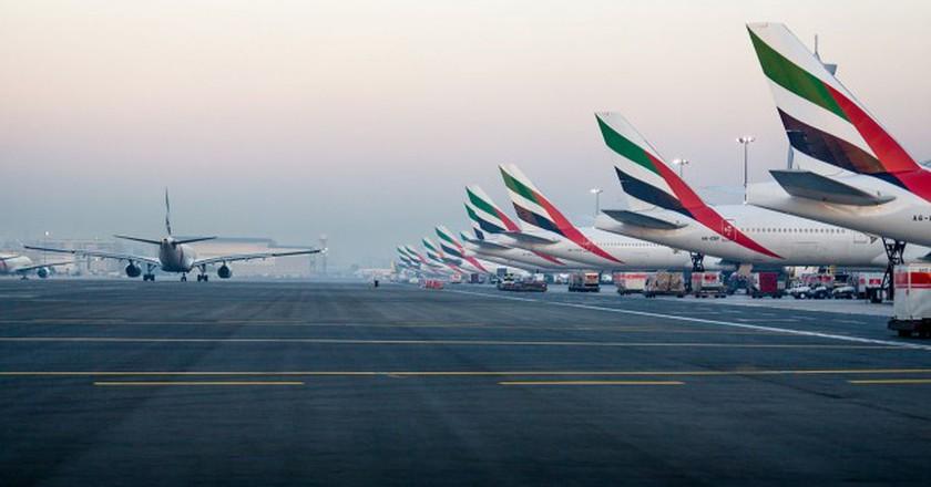 Emirates' tails at the Dubai International Airport | © Alex Polezhaev / Wikimedia