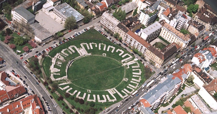 Amphitheatre  Aquincum | © Civertan Grafikai Stúdió / Wikimedia Commons