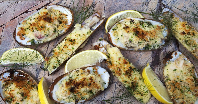 Grilled clams at Oscar's Seafood Bistro, Galway | © Michael O'Meara