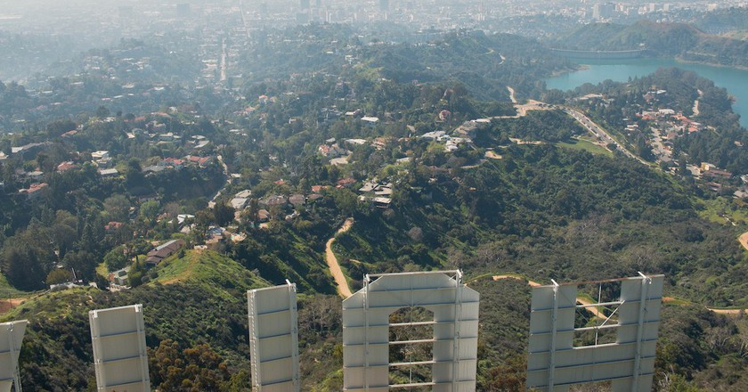 From behind the Hollywood sign | © LWYang / Flickr