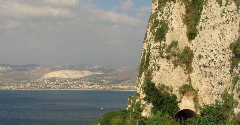 Sea Road, Chekka |© Evilscaught / Wikimedia Commons
