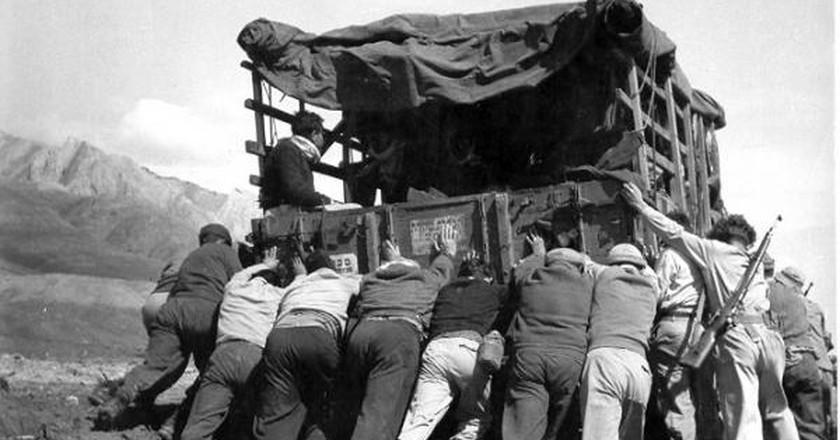 Israeli Kibbutz Members on a Trip | © Hashomer Hatzair Archives Yad Yaari, PikiWiki