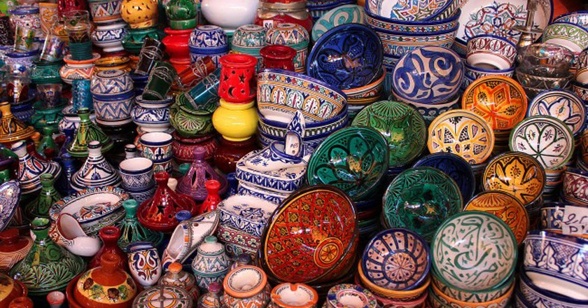 Moroccan pottery in a souk | © Valdiney Pimenta/Flickr