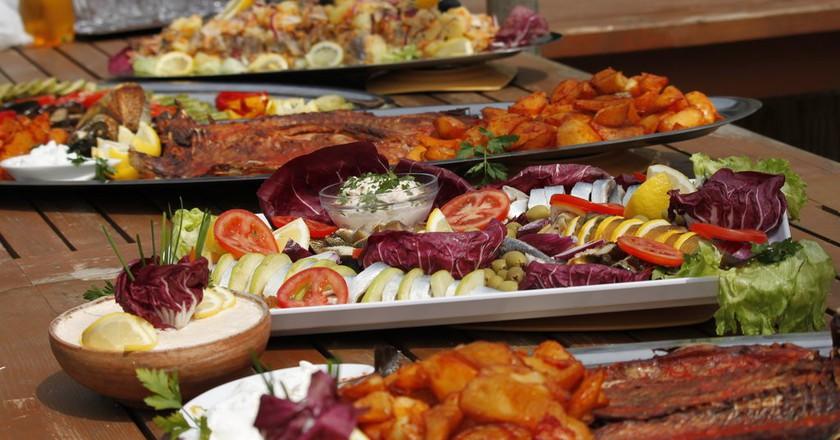 Romanian food platers  |  © Georgeta Gheorghe